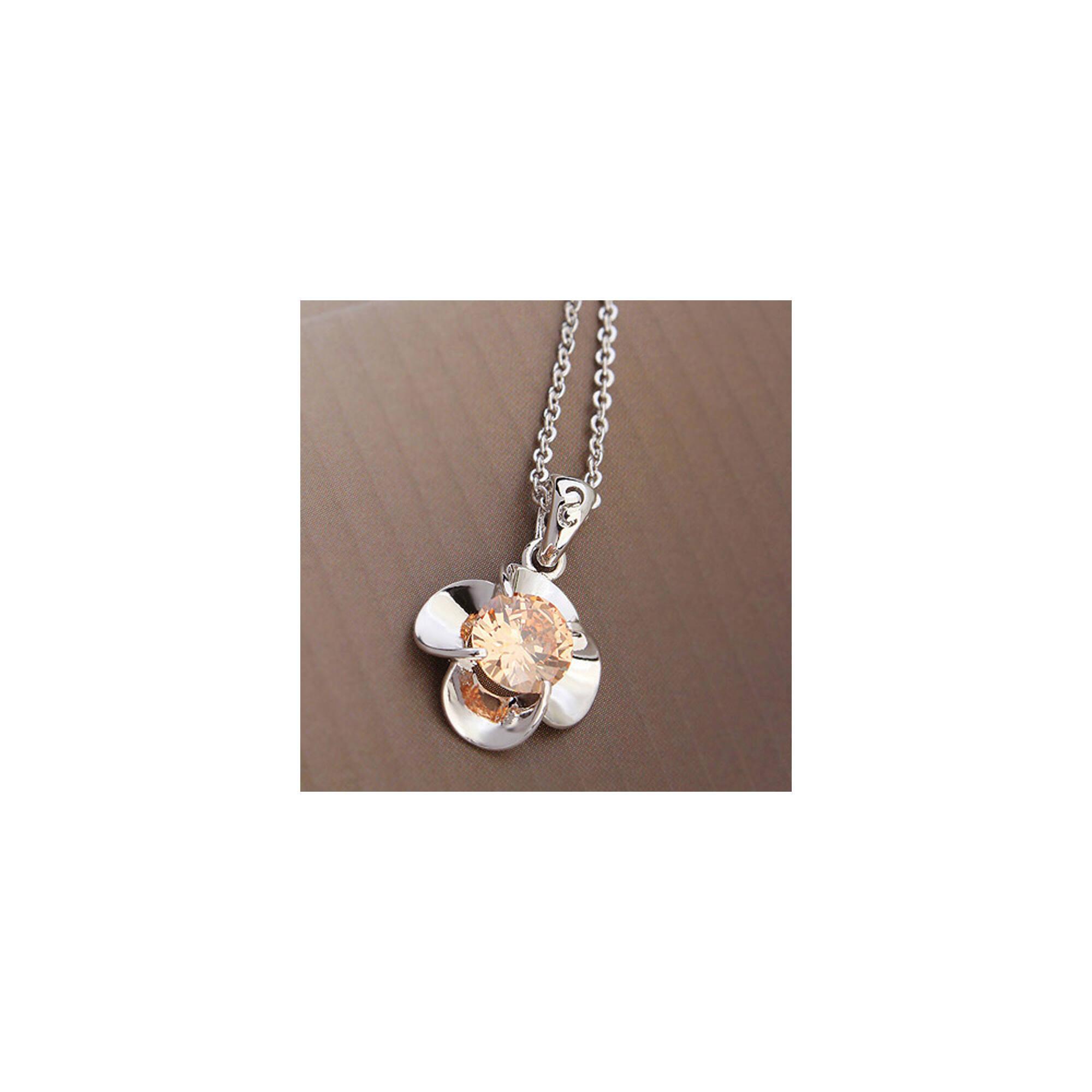 Virág medál nyakláncal